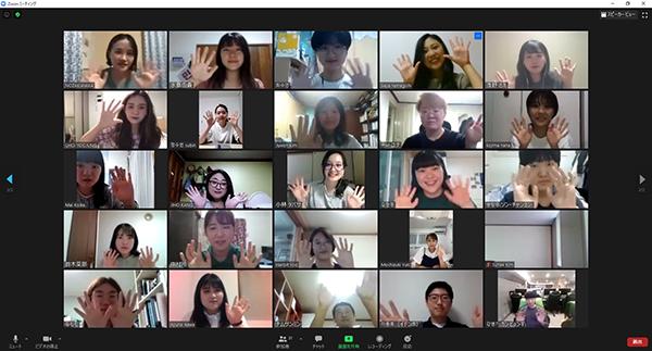 수원시-시즈오카시 학생들의 온라인 화상회의 프로그램을 이용해 토론하는 학생들ⓒ경기타임스